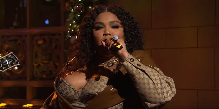 Lizzo Appears On Saturday Night Live, Performing Truth Hurts And Good As Hell