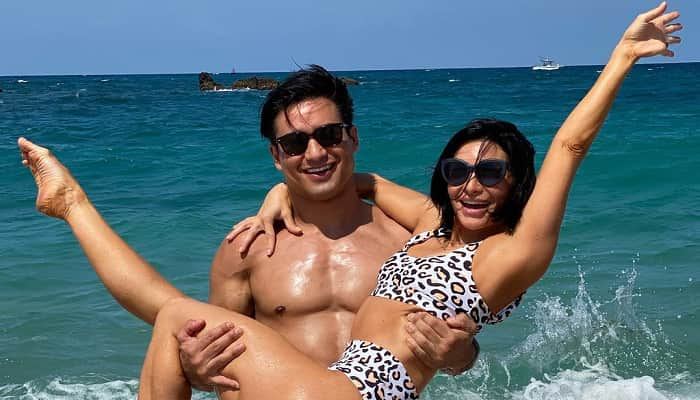 Mario Lopez Frolics On Mexico Beach With Wife Courtney Lopez
